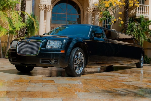 Chrysler-300-limo-service-Brookfield Brookfield, WI Limo Rentals