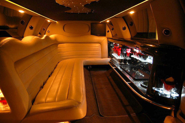 Chrysler-300-limo-service-Germantown Germantown, WI Limo Rentals