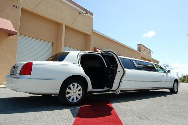 Chrysler-300-limo-service-Kenosha Kenosha, WI Limo Rentals